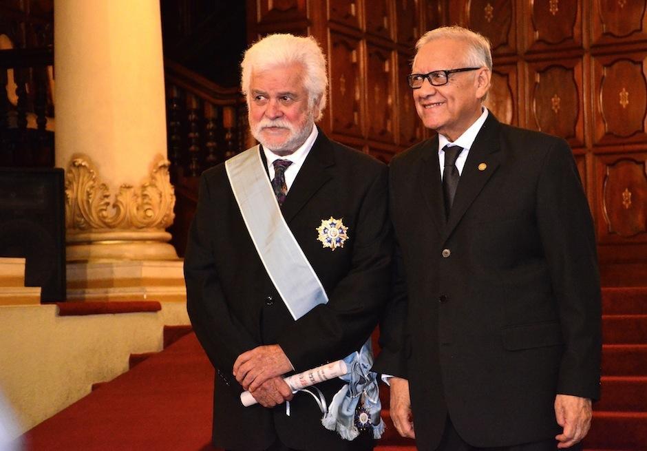 El arquitecto, escultor y artista visual Luis Díaz fue condecorado con la Orden del Quetzal por su trayectoria y legado. (Foto: Selene Mejía/Soy502)
