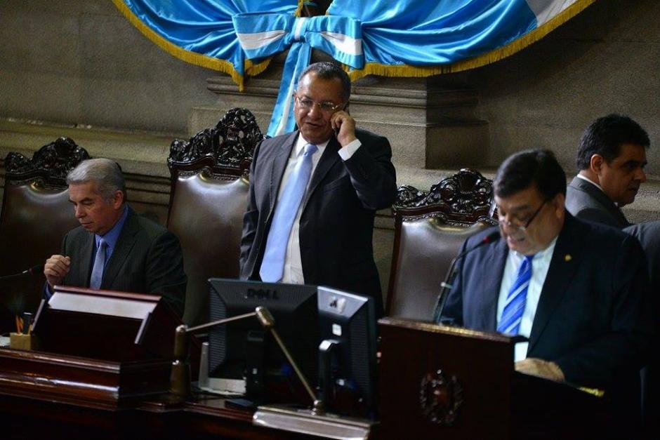 Arístides Crespo, primer vicepresidente del Congreso, cerca de Luis Rabbé.(Foto: Wilder López/Soy502)