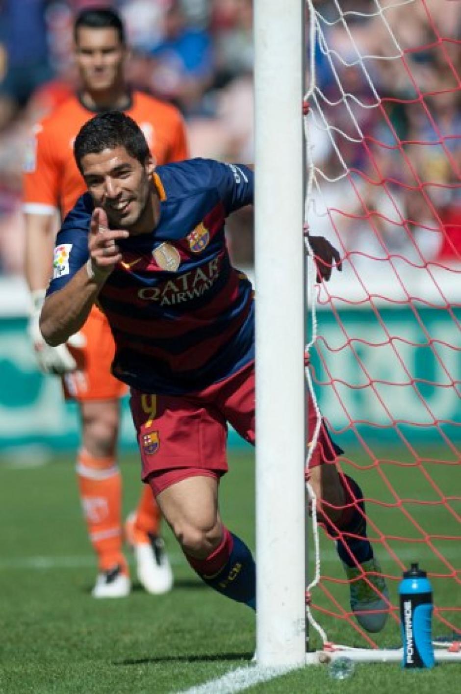 """""""Lucho"""" Suárez marcó el camino del triunfo de Barcelona sobre Granada en la última fecha. (Foto: AFP)"""