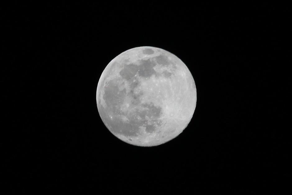 "La ""superluna"" se podrá observar este domingo. (Foto: Alexis Batres/Soy502)"