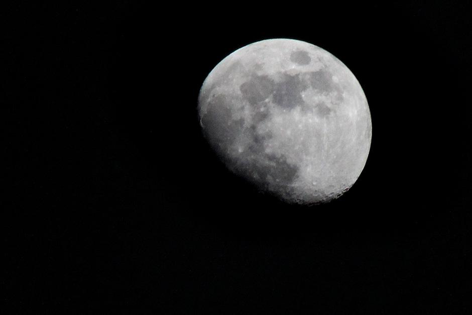 José Dávila, de Soy502, tomó esta fotografía de la Luna la noche del 13 de noviembre, en su fase creciente, en la Ciudad de Guatemala.