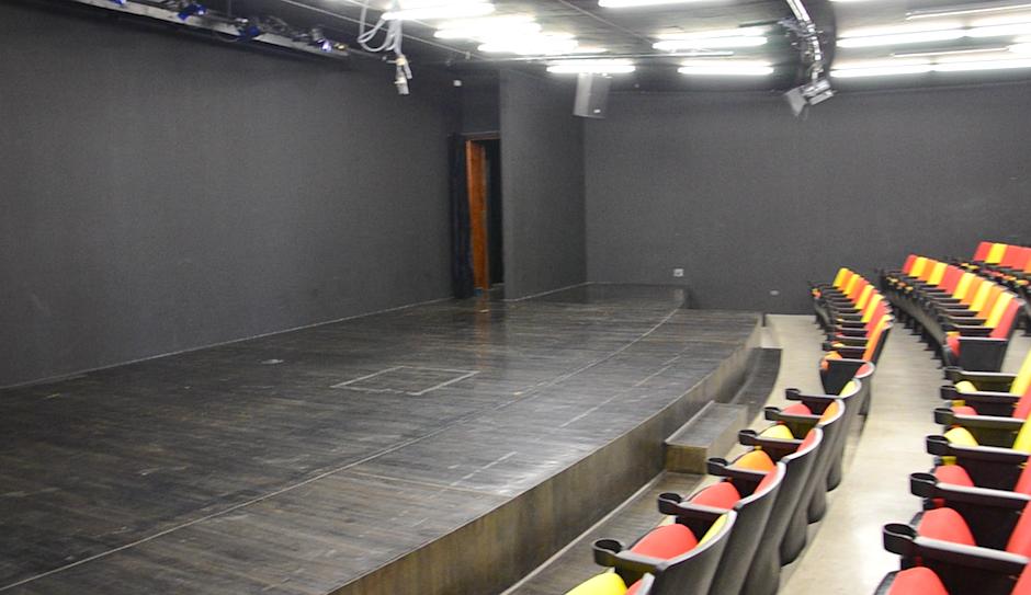 En el segundo y tercer nivel se encuentra el centro Cultural de España, la sala de este espacio tiene 150 butacas. (Foto: esteban Biba/Soy502)