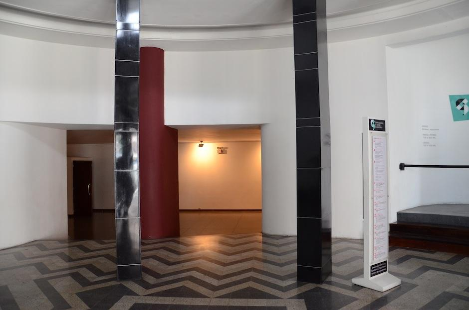 La entrada mantiene los azulejos originales, que datan de 1936. (Foto: Esteban Biba/Soy502)