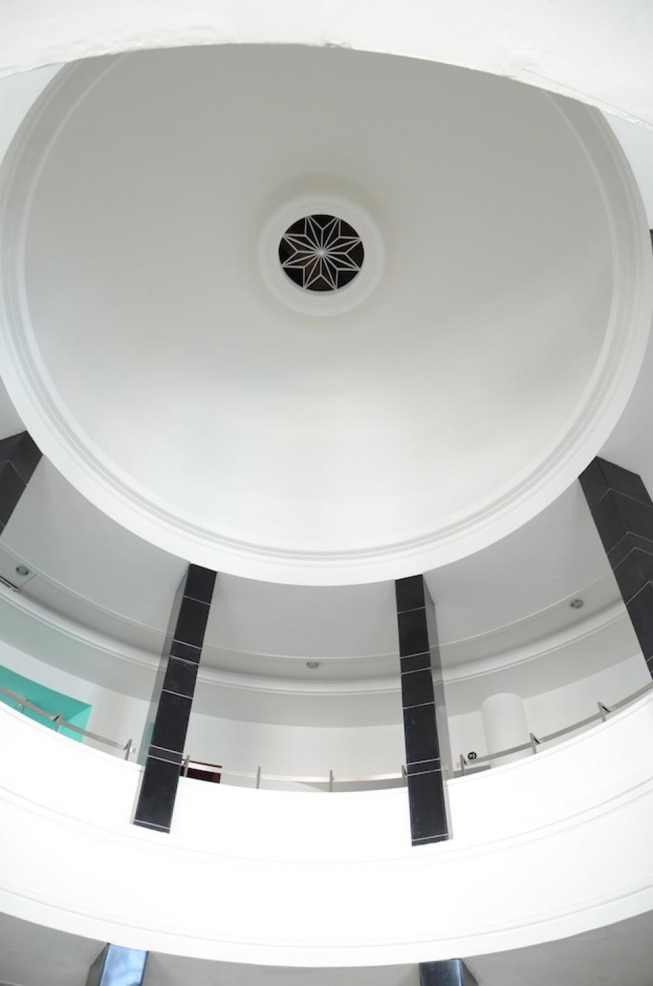 El diseño del edificio del Teatro Lux es Art Decó. (Foto: Esteban Biba/Soy502)
