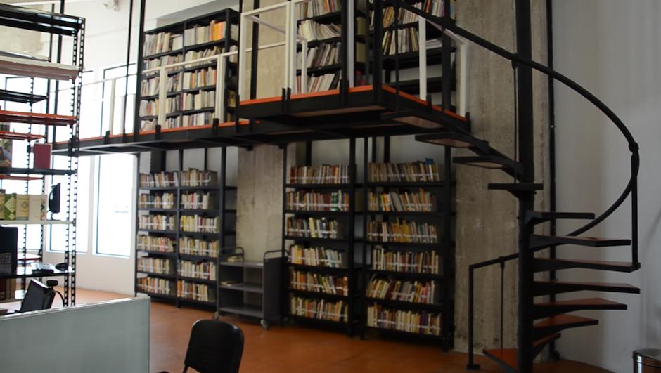 La biblioteca del Centro Cultural de España está abierta al público. (Foto: esteban Biba/Soy502)