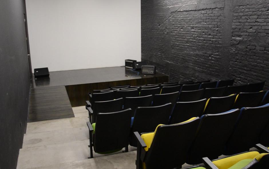La pequeña sala de proyecciones tiene 45 butacas. (Foto: Esteban Biba/Soy502)