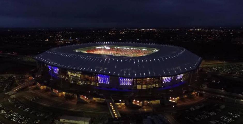 El estadio llama la atención por la luz que emana desde su interior. (Foto: Facebook/Stade des Lyon)