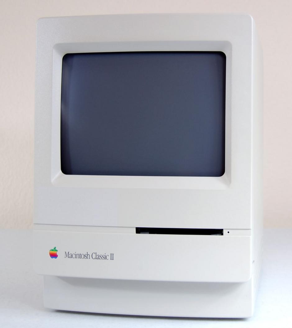 Mac Classic II. Regresaron al diseño original aunque tenía mayor capacidad.