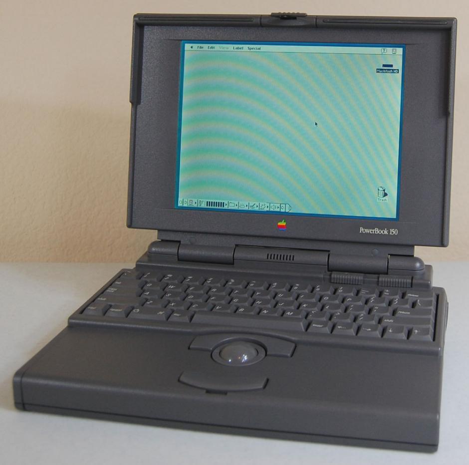 Powerbook 140. Fue lanzada al mismo tiempo que la Powerbook 100, en 1991. Tenía un procesador de mayor capacidad.