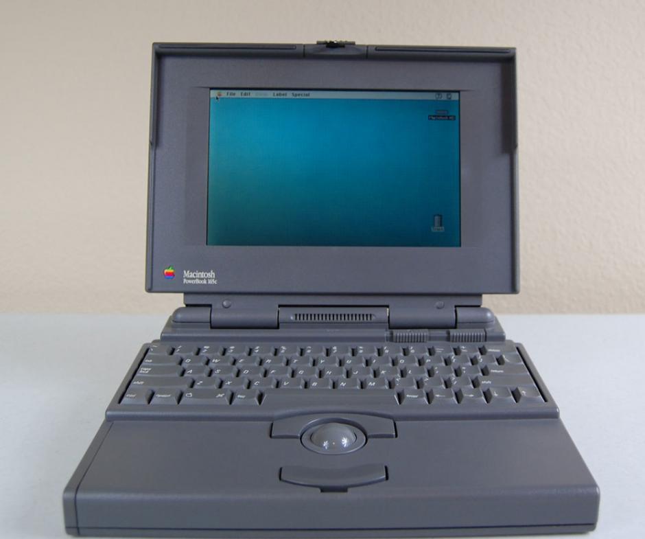 Powerbook 165c. Fue la primera con una pantalla LCD que soportaba colores. Durante el siguiente año se lanzaron la Powerbook 145, 160 y 160. Luego la serie cambió.