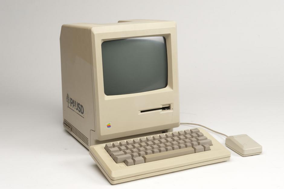 Macintosh 128k. La primera en el mundo que utilizaba ratón y no líneas de comando.