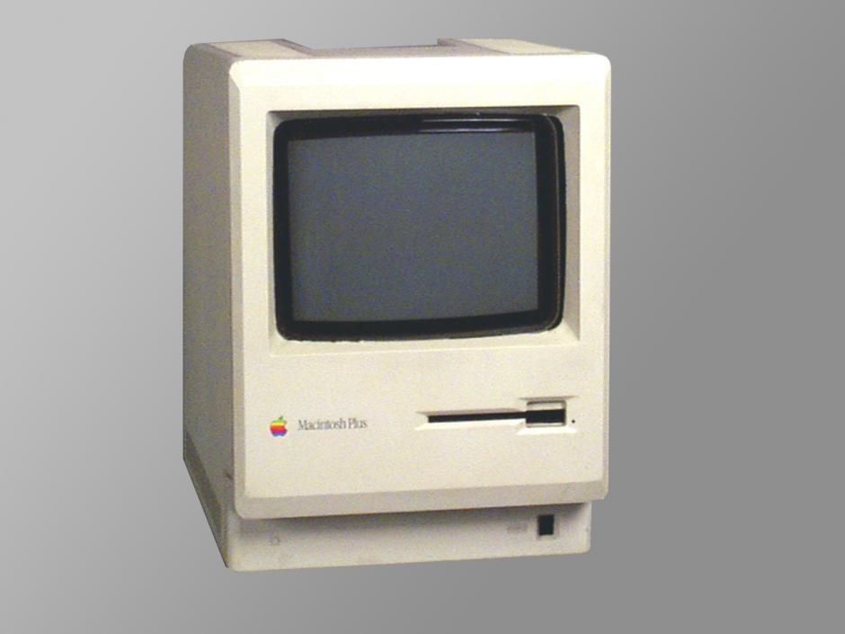Mac Plus. El tercer modelo se podía conseguir por 2 mil 599 dólares y fue es el modelo de Apple que más tiempo ha pasado a la venta: 4 años y 10 meses.