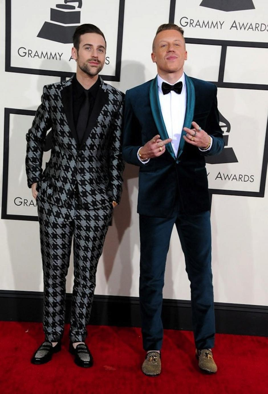 Macklemore y Ryan Lewis usaron colores vivaces y estampados atrevidos para su paseo por la alfombra. (Foto: Hollywood Life)