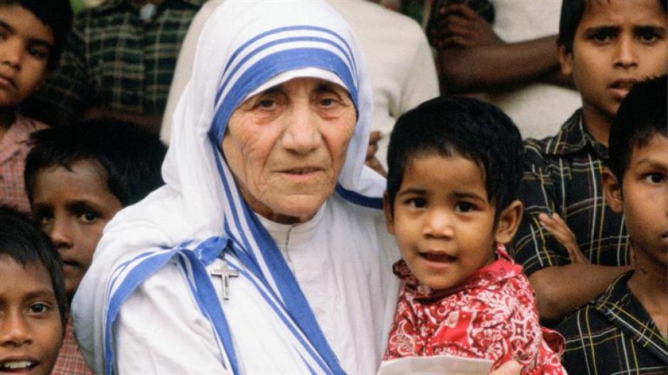 Teresa de Calcuta, fundadora de la Orden de las Misioneras de la Caridad, fue  canonizada un día antes de que se cumplan los 19 años de su fallecimiento (Foto: www.biography.com)