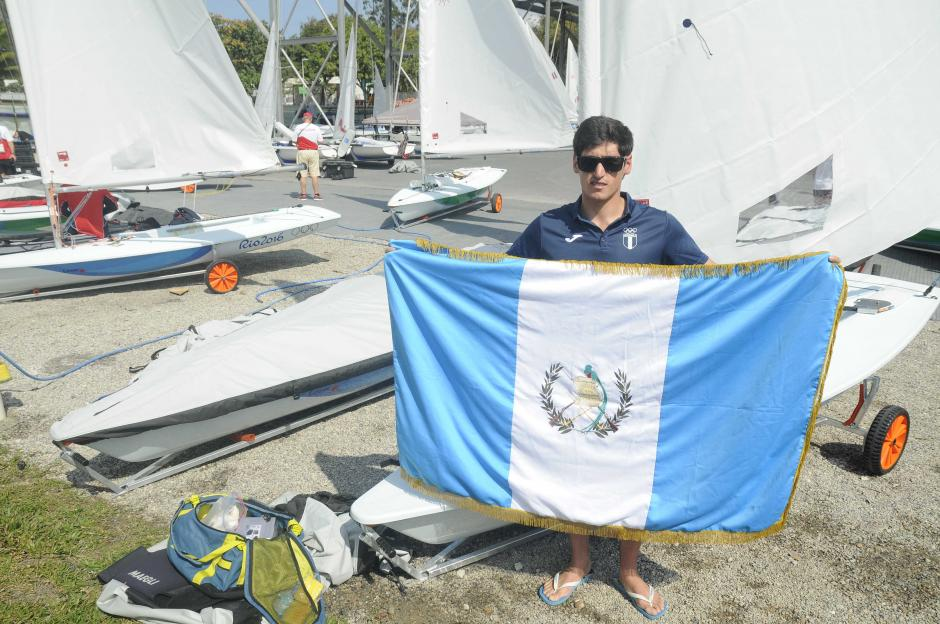 Maegli posó para Soy502 con la bandera de Guatemala. (Foto: Aldo Martínez/Enviado de Nuestro Diario)