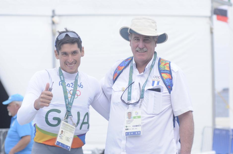 Juan Ignacio compartió con su papá, Juan Estuardo, tras su última regata en Río 2016. (Foto: Aldo Martínez/Enviado de Nuestro Diario)
