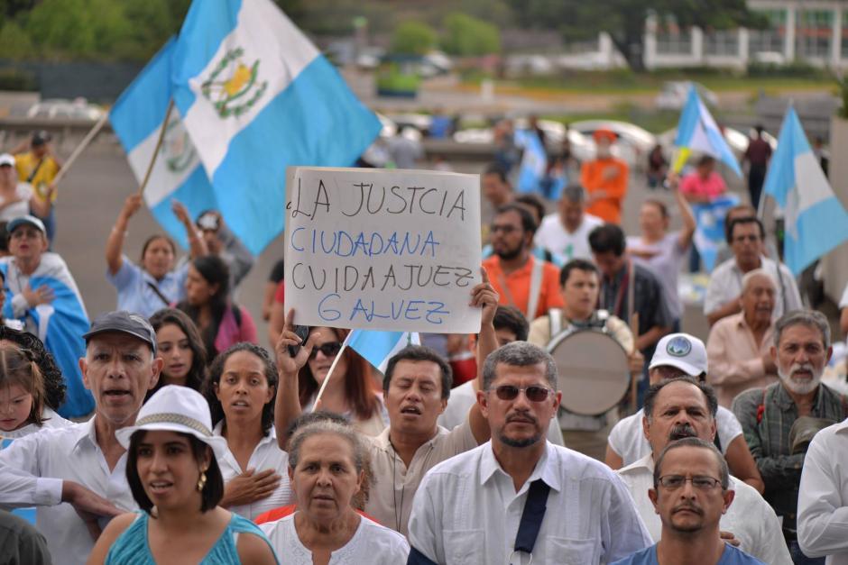 Decenas de guatemaltecos apoyaron al Juez Gálvez. (Foto: Wilder López/Soy502)