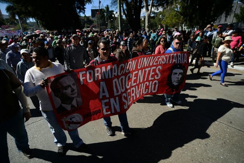Un grupo de maestros realiza una manifestación pacífica. (Foto: Wilder López/Soy502)