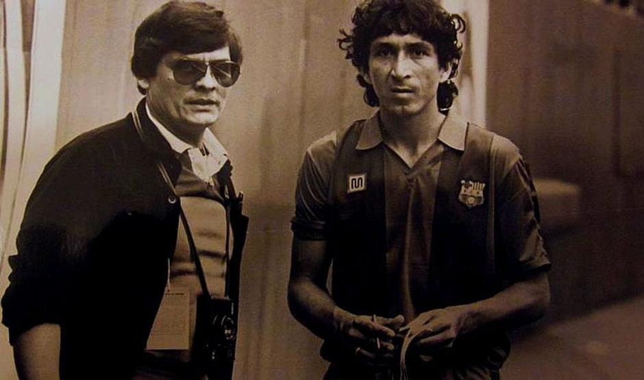 Con la indumentaria del FC Barcelona, el Mágico le dijó a los culés. (Foto: Google)