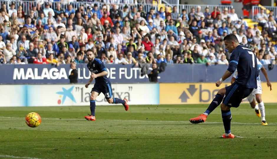 Como pocas veces, pero pasó, Cristiano Ronaldo falló un penal ante Málaga.  (Foto: EFE)