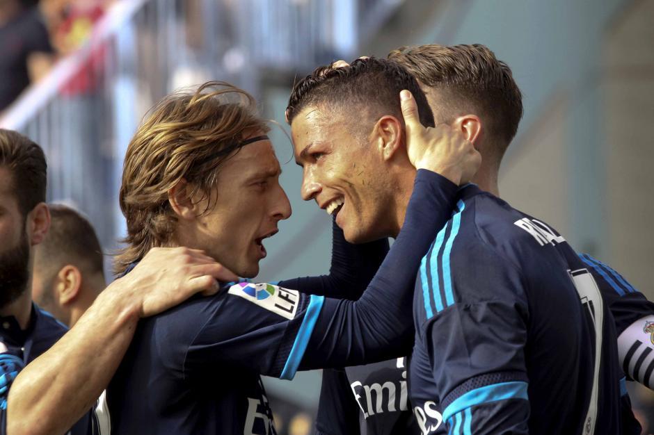 Modric y Cristiano Ronaldo festejaron el gol de Real Madrid que anotó el portugués.  (Foto: EFE)