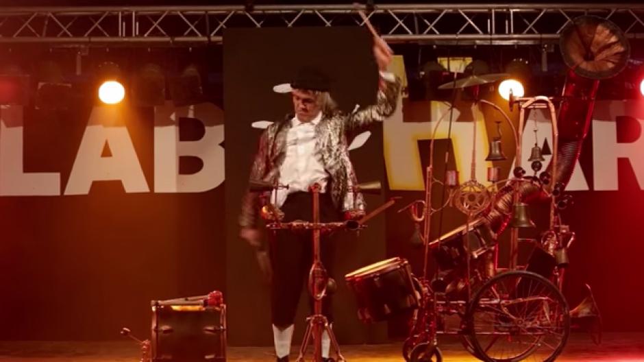 El malabarista también se presenta en espectáculos pagados. (Foto: Youtube)