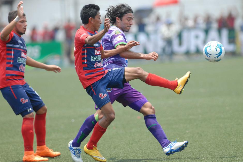 Agustín Herrera estuvo bien marcado durante los 90 minutos. (Foto: Sergio Muñoz/Nuestro Diario)