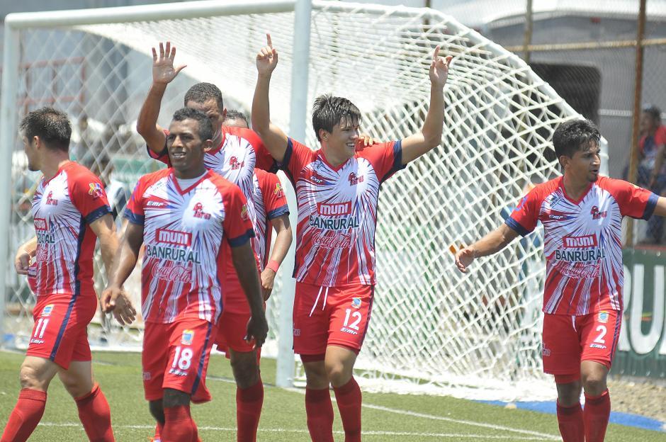 Malacateco no perdonó a unos Rojos temerosos (Foto: Nuestro Diario)