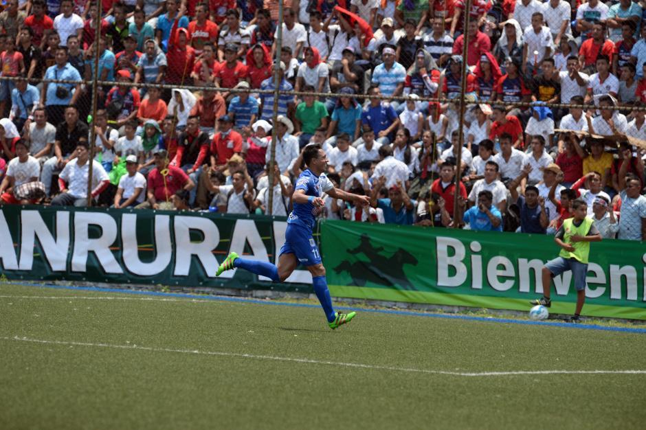 German Esquivel inicia el festejo tras marcar el primer gol para Suchitepéquez. (Foto: Nuestro Diario)