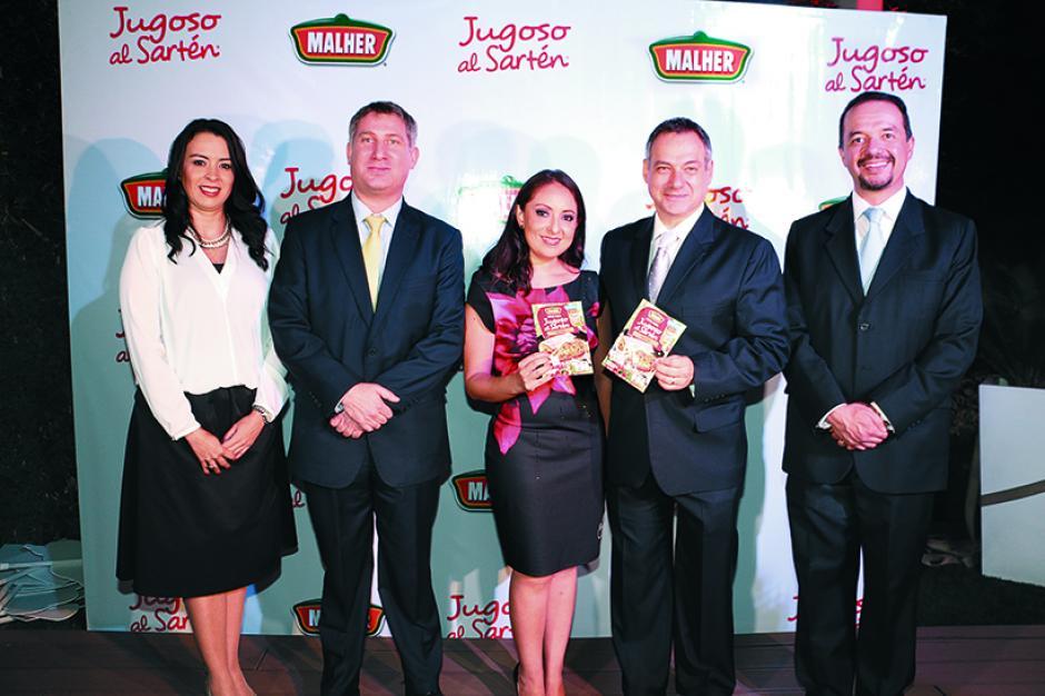 """Representantes de Malher® en la presentación del innovador """"Jugoso al Sartén de Malher®"""". (Foto: George Rojas/Soy502)"""