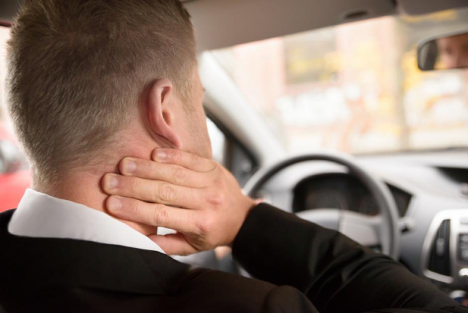 Cambia tu postura al manejar y tu cuerpo lo agradecerá. (Foto: eldia.com)