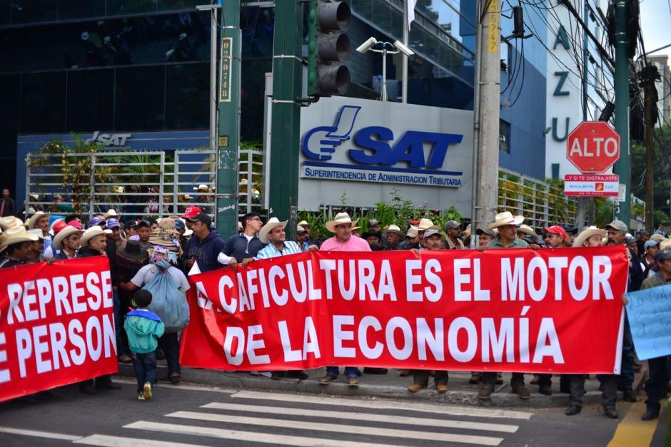 Los manifestantes realizarán un plantón por varias horas en ese lugar, luego se dirigirán hacia el Ministerio de Finanzas y finalmente hacia el Congreso. (Foto: Jesús Alfonso/Soy502)