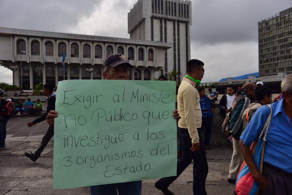 Los manifestantes se dirigen hacia el Centro Histórico en la zona 1. (Foto: Jesús Alfonso/Soy502)