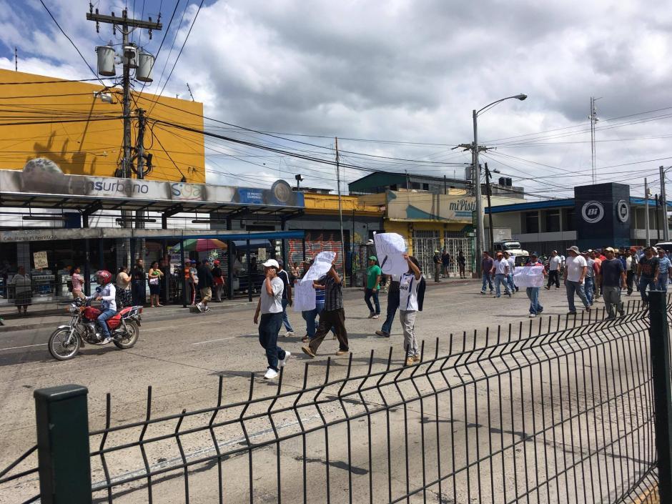 La manifestación de un grupo de pilotos afecta la Calle Martí. (Foto: Fredy Hernández/Soy502)