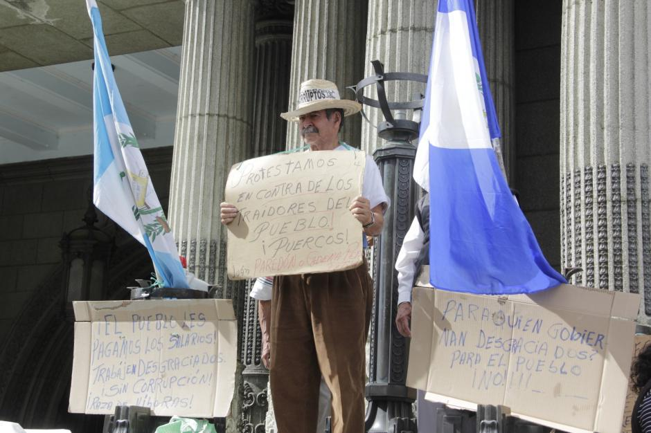 Los manifestantes responsabilizan al mandatario Jimmy Morales por las muertes en el Hogar Seguro. (Foto: Fredy Hernández/Soy502)