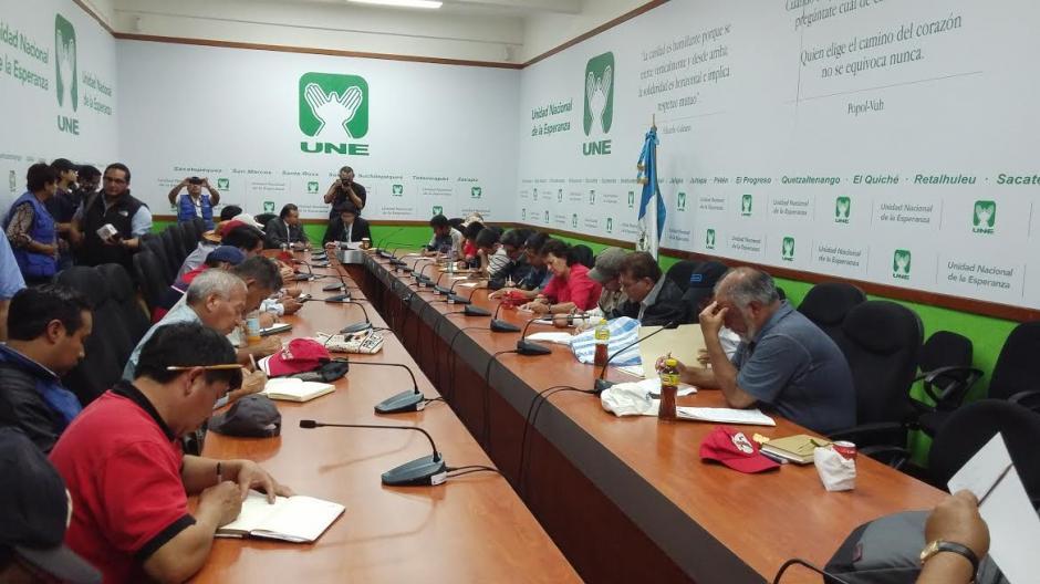 Los sindicalistas se reunieron con miembros de la Junta Directiva del Congreso. (Foto: José Miguel Castañeda/Soy502)