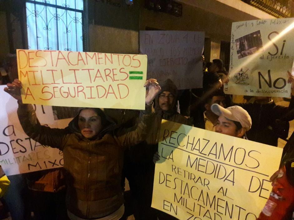 Algunos vecinos manifestaron junto al alcalde de Mixco. (Foto: Municipalidad de Mixco)