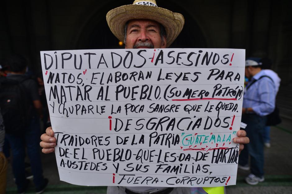 Algunos participantes llevaron sus propias pancartas. (Foto: Archivo/Soy502)