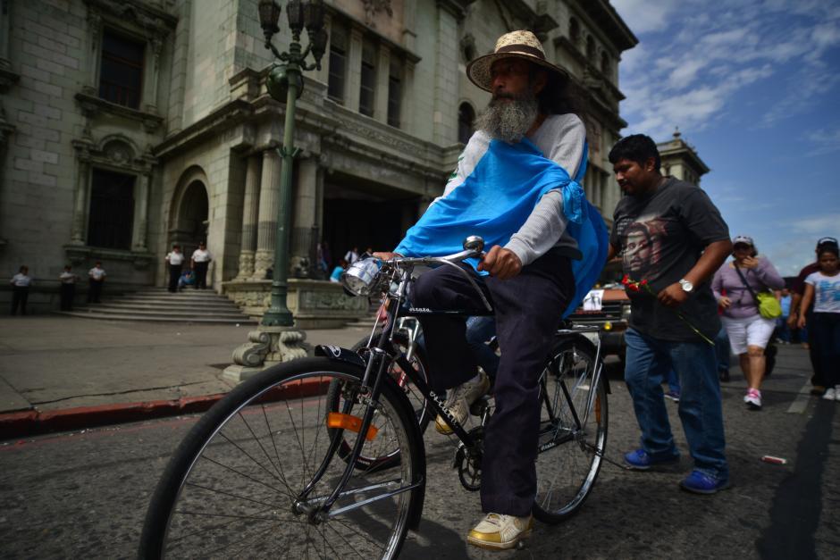 Ochoa también hizo su recorrido en bicicleta. (Foto: Archivo/Soy502)