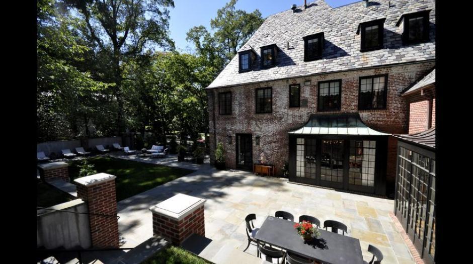 A pesar que la mansión no cuenta con piscina tiene una gran terraza. (Foto: MRIS)
