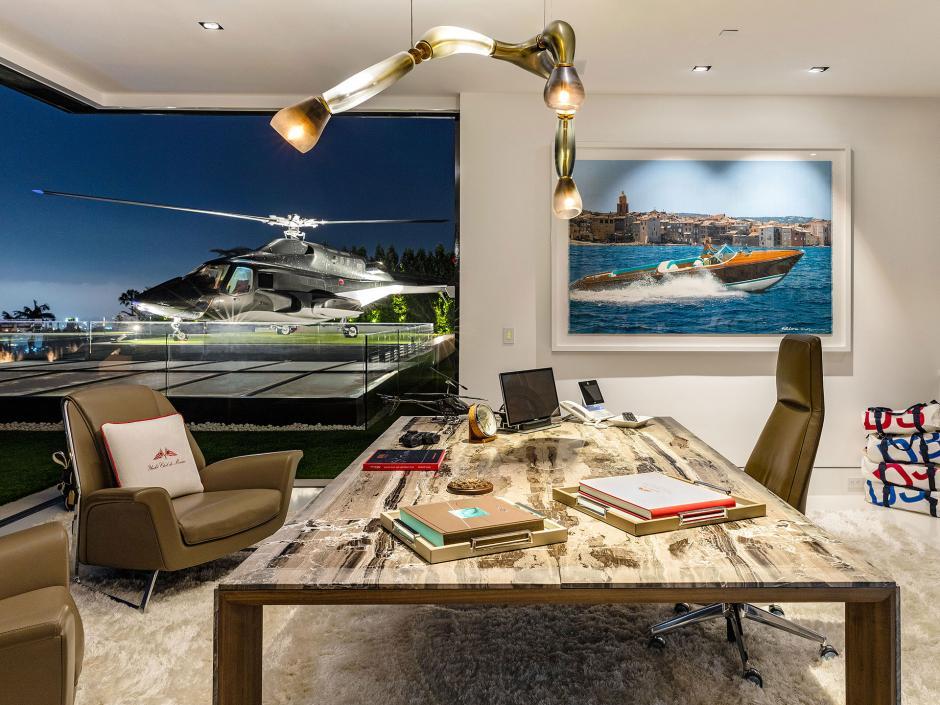 """También cuenta con una sala de trabajo desde donde se el helicóptero utilizado en la serie """"Lobo del Aire"""". (Foto: BAM Luxury Development)"""