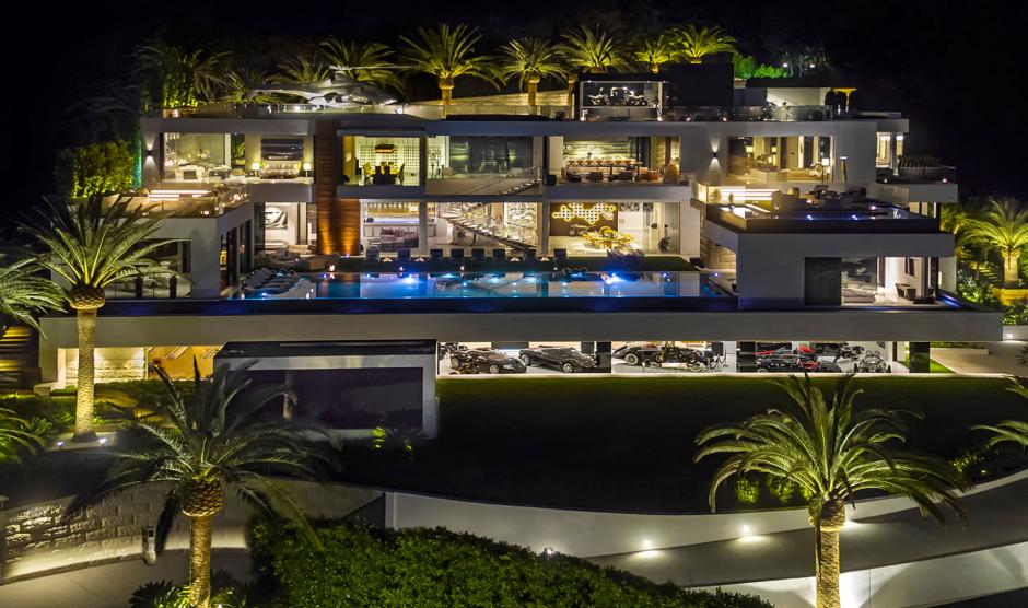 La iluminación hace más imponente la residencia. (Foto: BAM Luxury Development)