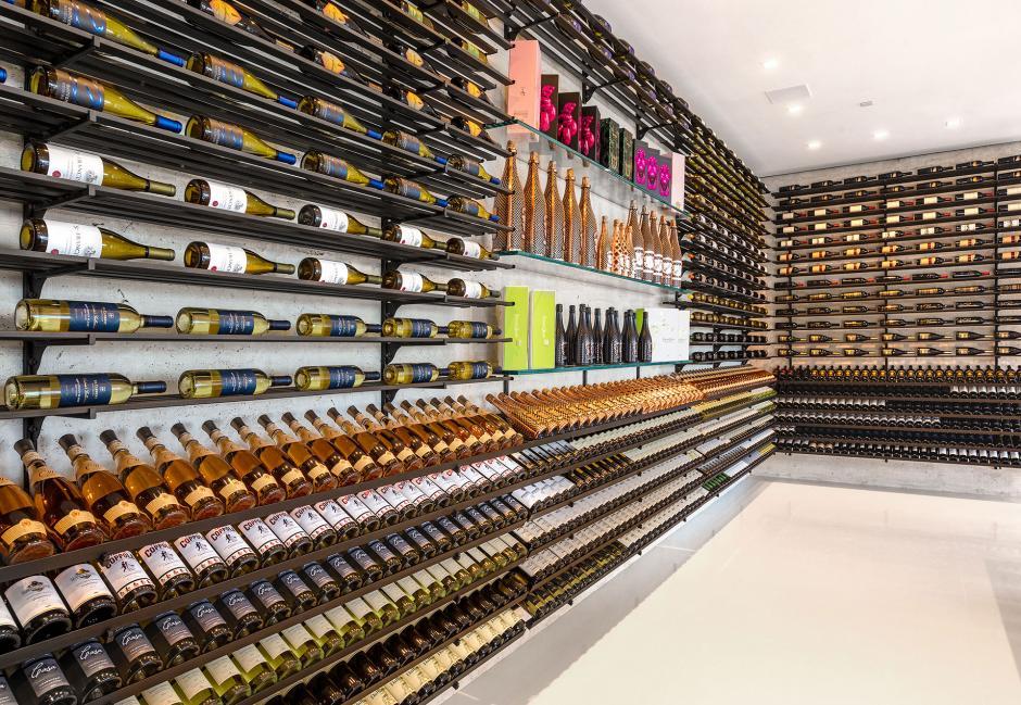 La casa cuenta con dos cavas para guardar los vinos y la champaña. (Foto: BAM Luxury Development)