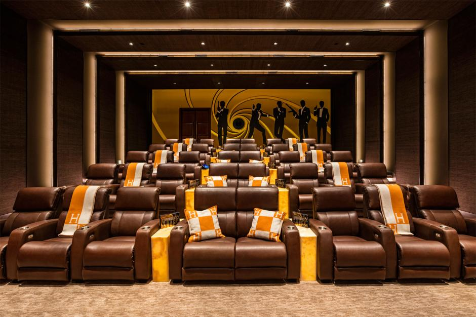 La sala de cine hace una referencia a James Bond. (Foto: BAM Luxury Development)