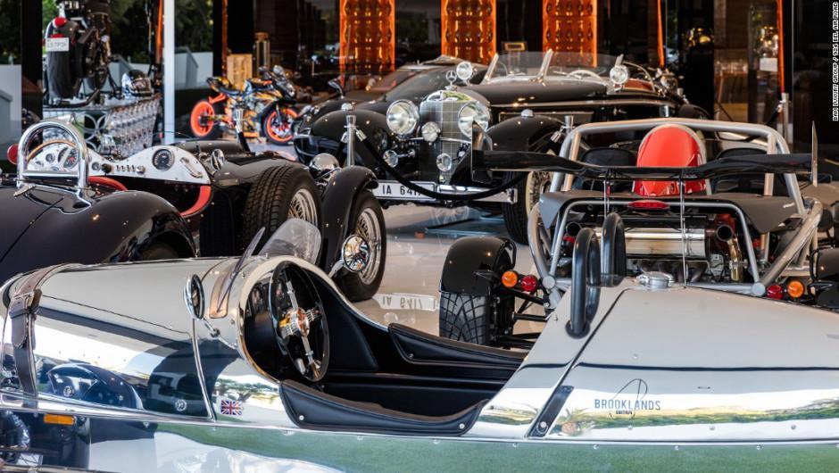 Una colección de vehículos y motocicletas incluye el precio de la mansión. (Foto: BAM Luxury Development)