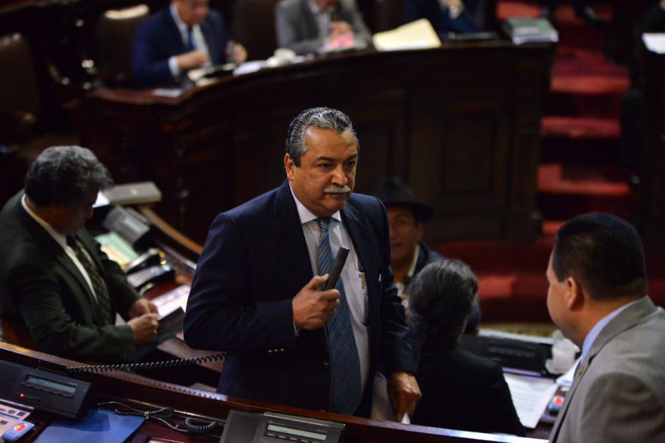 El diputado Manuel Conde presentó la enmienda con la que los diputados aprobaron más plazas laborales. (Foto: Jesús Alfonso/Soy502)