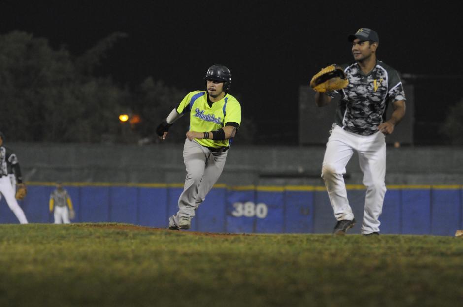Hernández, de 23 años, jugó el miércoles pasado su último partido en la Liga Mayor de béisbol de Guatemala. Buscará quedarse en Japón por al menos una temporada regular. (Foto: Pedro Pablo Mijangos/Soy502)