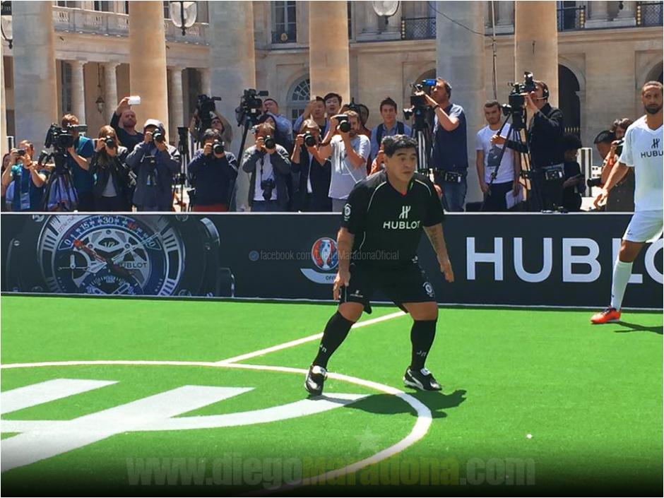Diego participó un rato en el encuentro de fútbol 5. (Foto: Facebook/Diego Maradona)