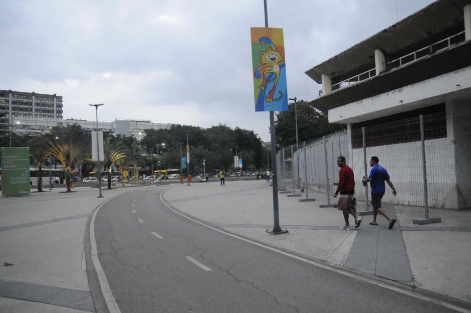 En la periferia del estadio hay una pista para correr, andar en bicicleta o patines. (Foto: Pedro Pablo MIjangos/Soy502)