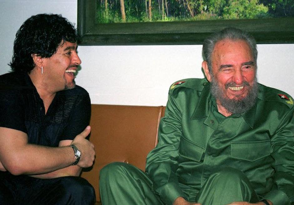 Diego Armando Maradona tenía una estrecha relación con Fidel Castro. (Foto: Maradona retro pics)